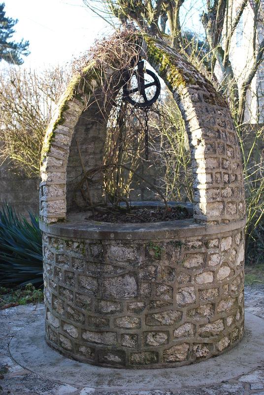 puits cerny dans l 39 essonne les fontaines et les lavoirs. Black Bedroom Furniture Sets. Home Design Ideas