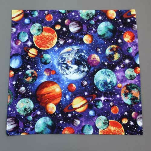 grande_serviette_table_enfant_lilooka_planetes