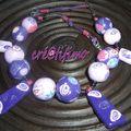 collier boule violet avec fleurs