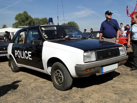 RENAULT 14 TS Phase I Vehicule de Police 1979 Nesles Retro Expo 2010 1