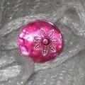 Bague bouton nacre rose brillant (fournitures droguerie)