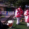 Jénorme se boit une bonne grosse bière devant un beau manège, Saint Sébastien (Espagne)