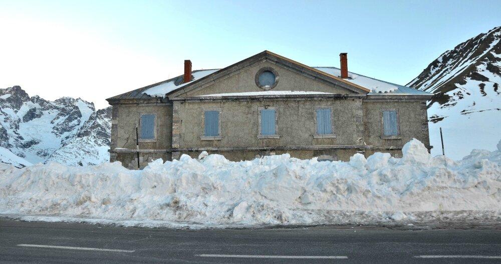 Lautaret, l'ancien hospice-refuge et l'hôtel des Glaciers