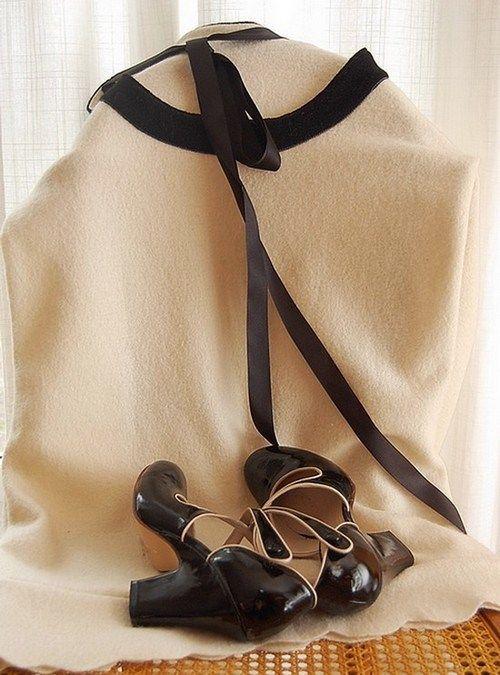robe_laine_ecrue_et_noire