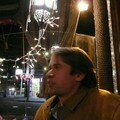 Hugo dans un bar