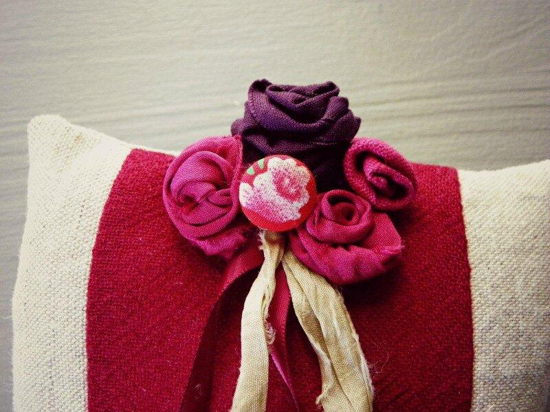 coussin-porte-alliances-mariage-fleurs-rouge