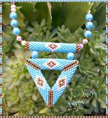 collier triangle 3D turquoise bronze et blanc 2