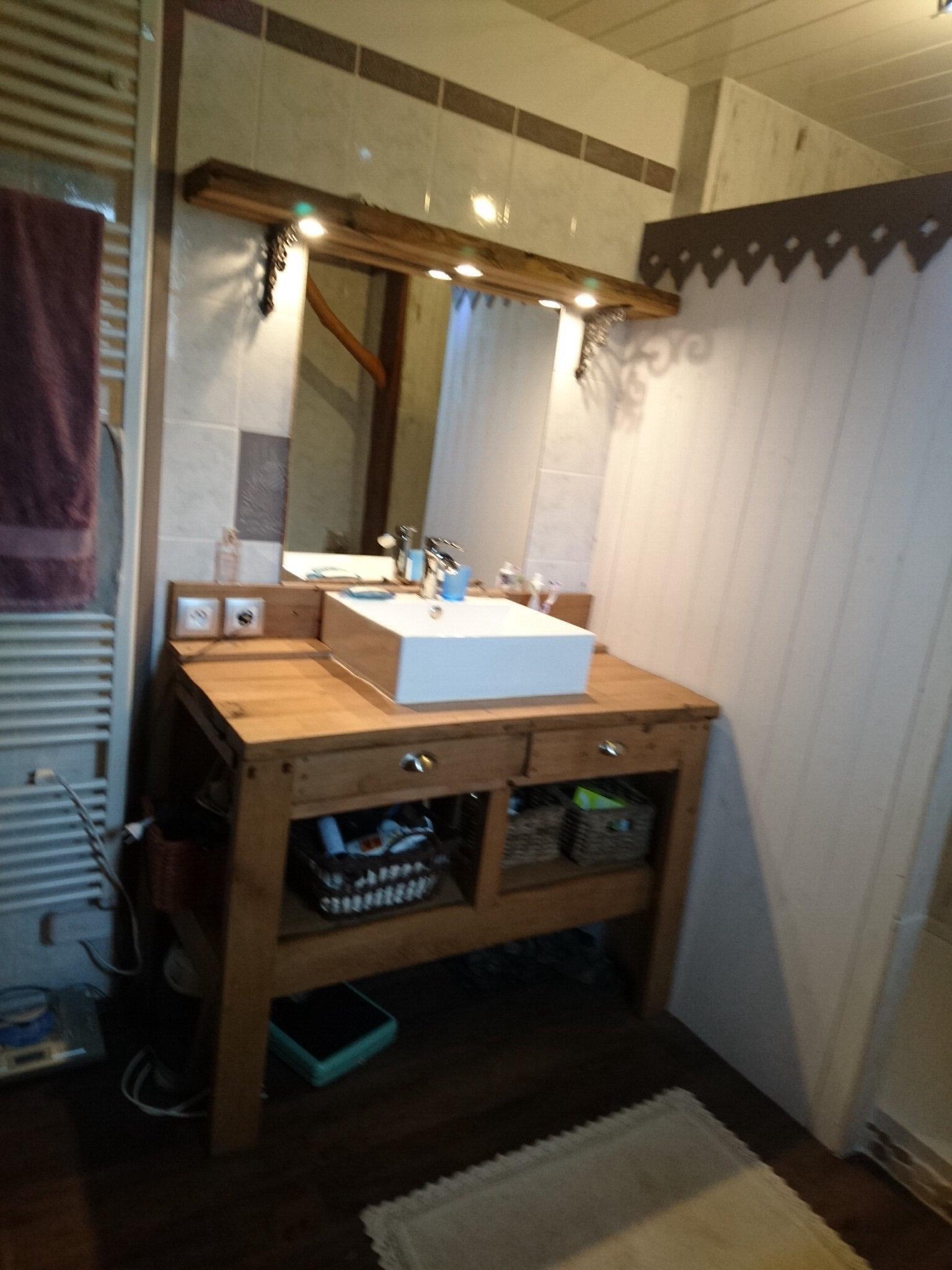 Carrelage de salle de bain repeint atelier de k 39 tea for Carrelage repeint