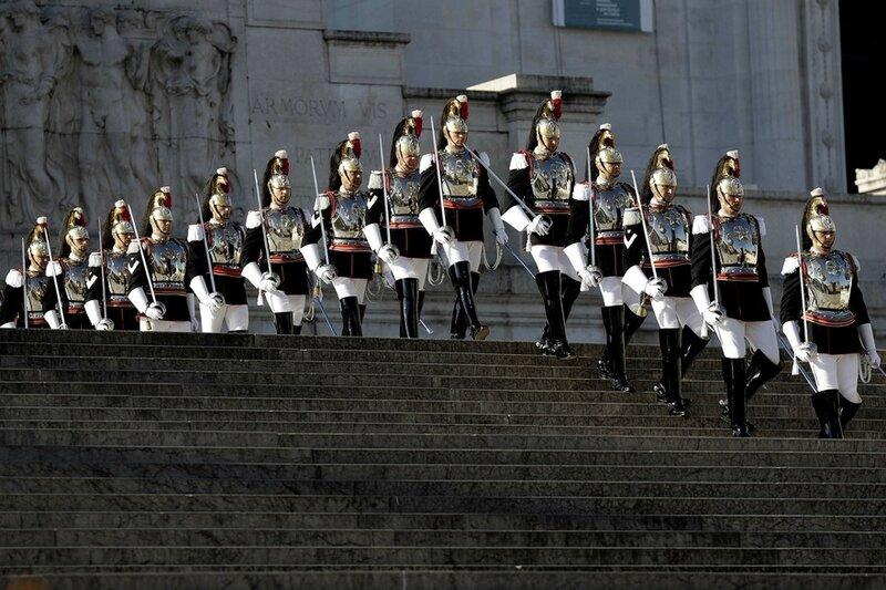 7788283057_les-cuirassiers-de-la-garde-presidentielle-lors-de-la-ceremonie-d-anniversaire-de-la-liberation-de-l-italie-le-25-avril-2017