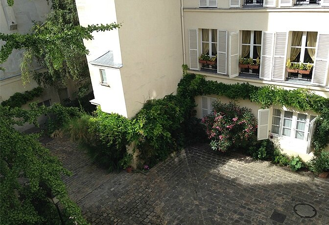modern_vacation_rentals_paris_france_007