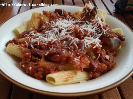 Rigatoni_sauce_tom_aub_hr_13062007_