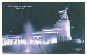 Pavillon de l'URSS de nuit