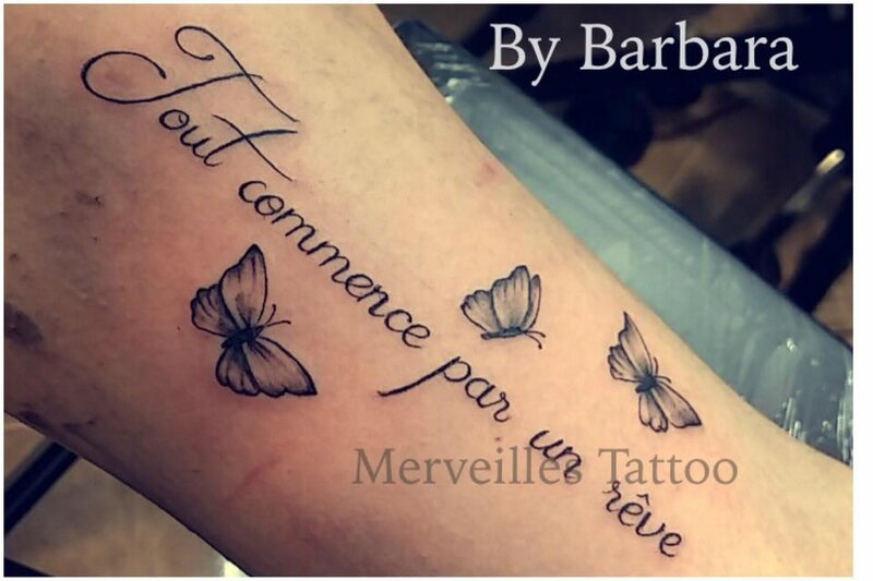 tattoo phrase, papillon, merveilles tattoo