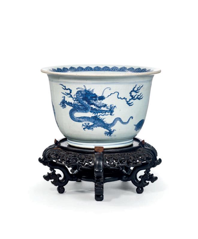 Importante jardinière en porcelaine bleu et blanc, Chine, Dynastie Qing, Epoque Kangxi (1662-1722)
