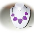C136 (2013) Collier mica shift violet