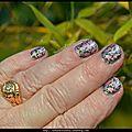 Nail art holographique lilas