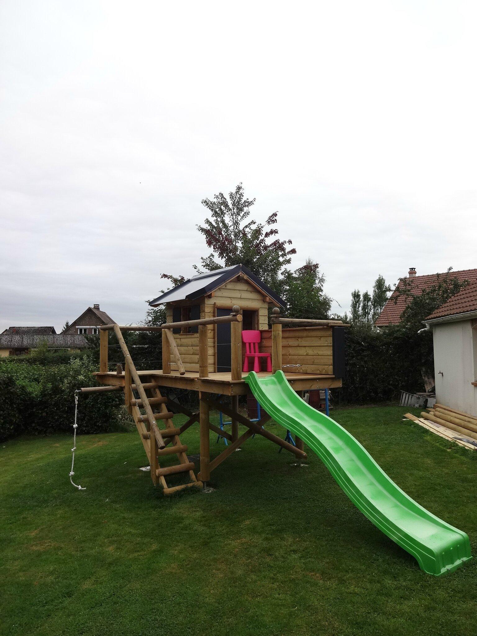 Construction Cabane Enfant dedans esteville (76) -travaux divers- construction d'une cabane d'enfants