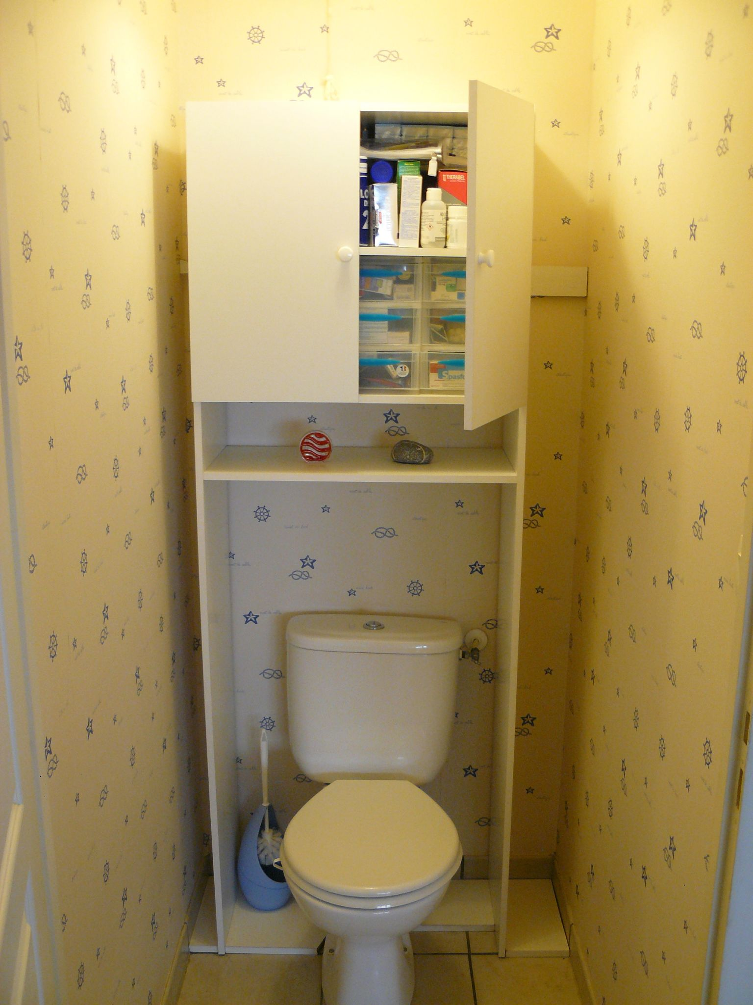 Meuble wc vide appart stef et nono videappartquebec for Table de toilette acrylique ikea