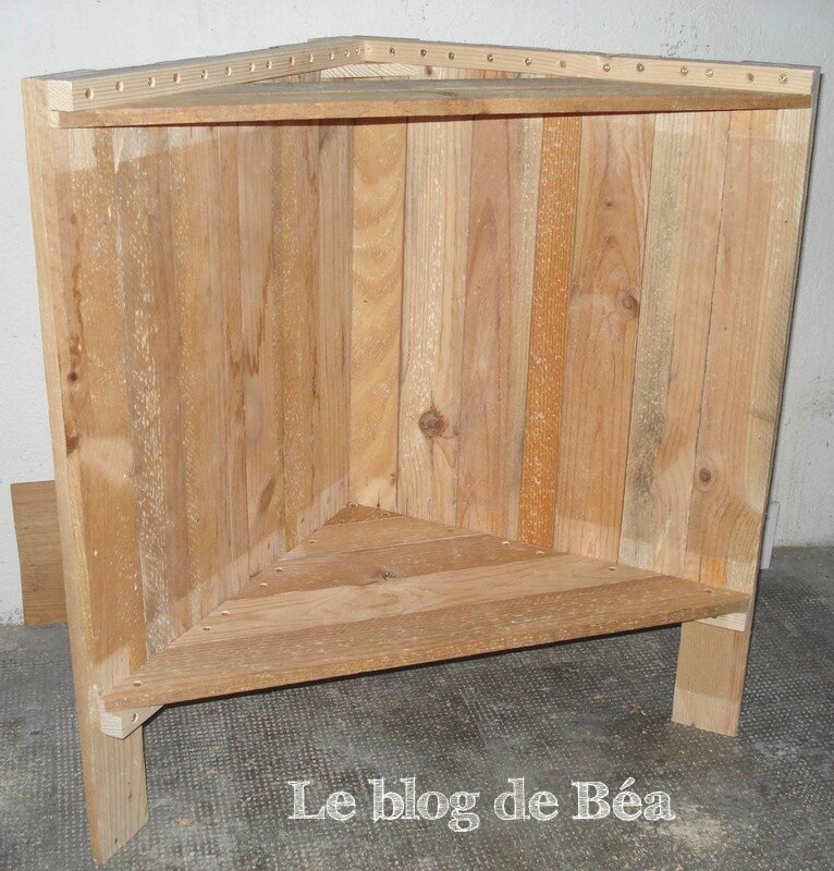 diy meuble d 39 angle en bois de palette le blog de b a. Black Bedroom Furniture Sets. Home Design Ideas