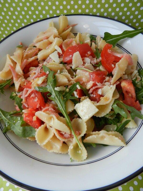 Salade de p tes tomate roquette jambon parmesan c - Salade de pates jambon ...