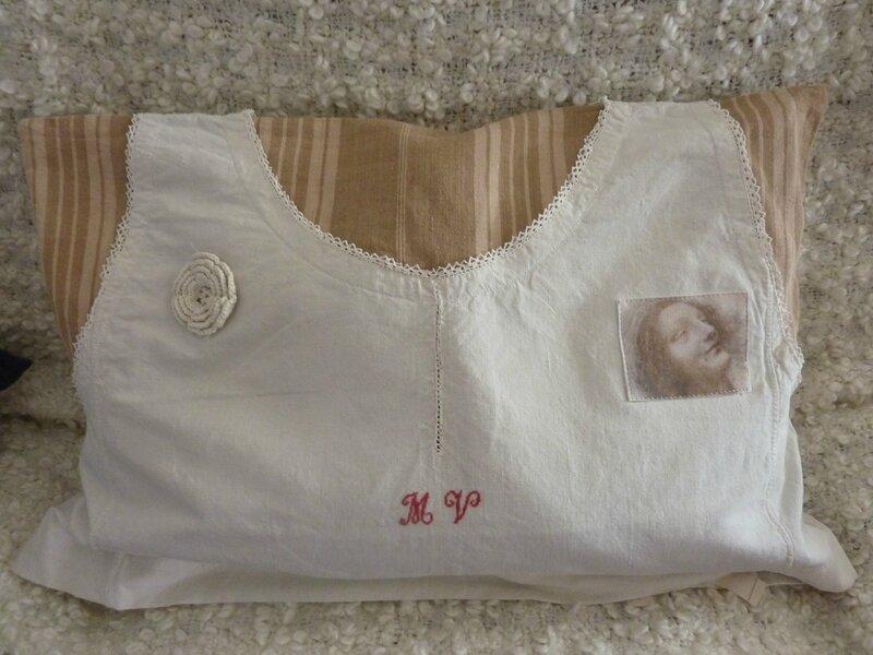 Housse de coussin chemise de nuit ancienne l 39 atelier for La housse ancienne