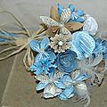 Bouquet de fleurs en papier récup' ton bleu.
