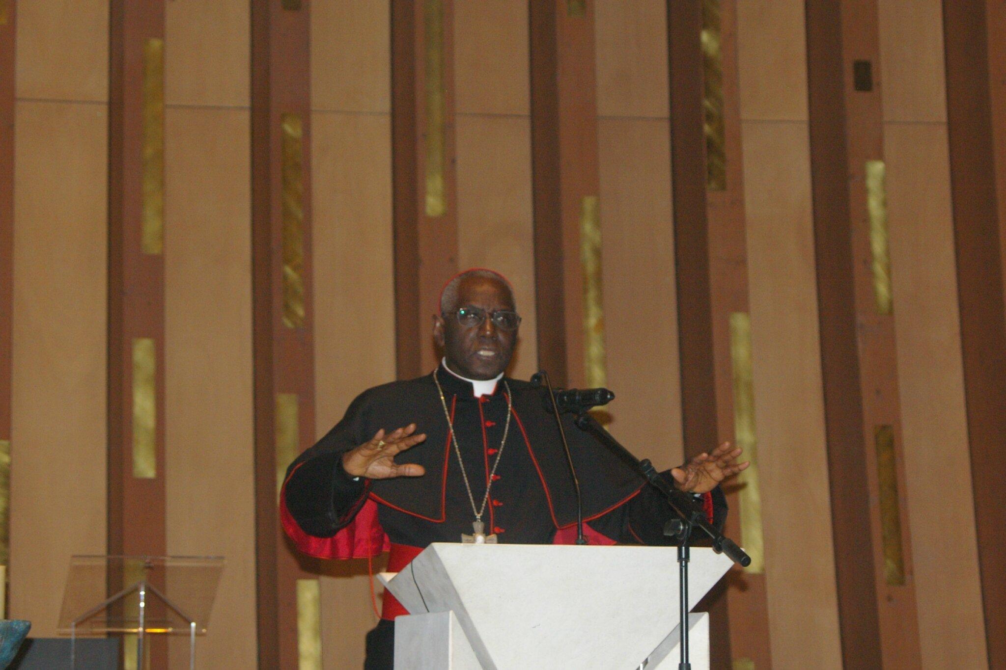 Conférence du Cardinal Sarah à la cathédrale de Créteil