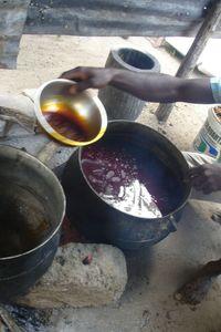 Constant prélève l'huile qui surnage