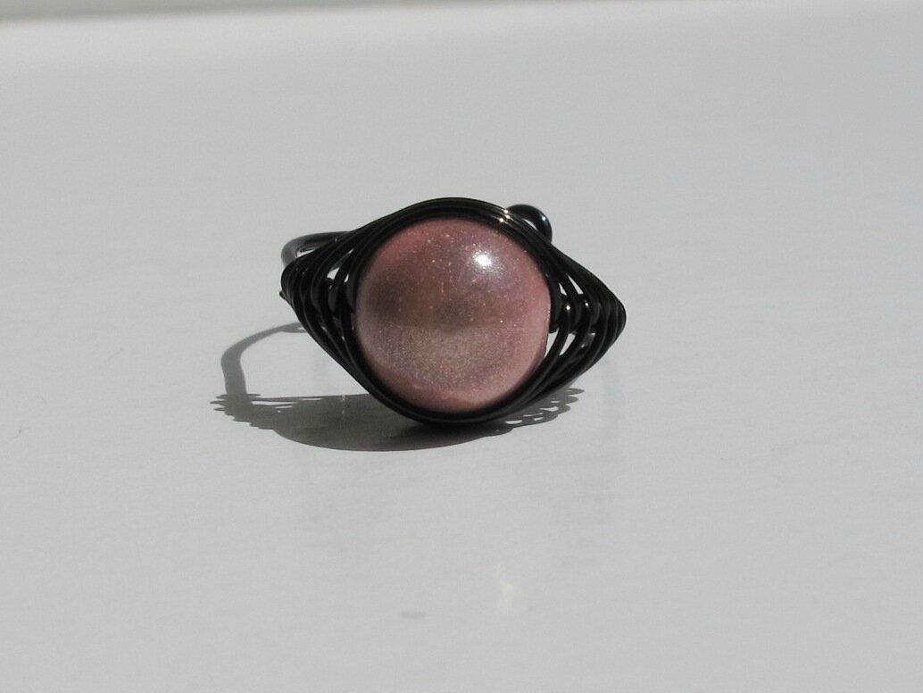 bague wire noire perle rose face