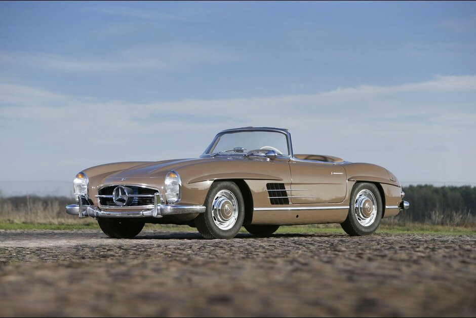 THE ICONIC 300 SL. Roadsters and Gullwings at the Mercedes-Benz Sale