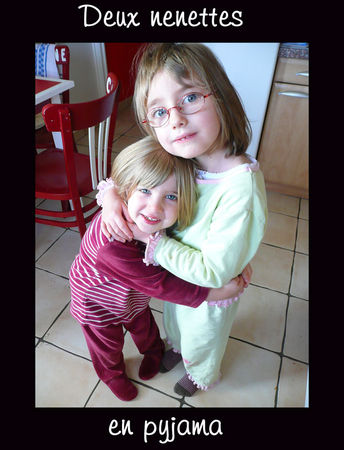 deux_nenettes_en_pyjama