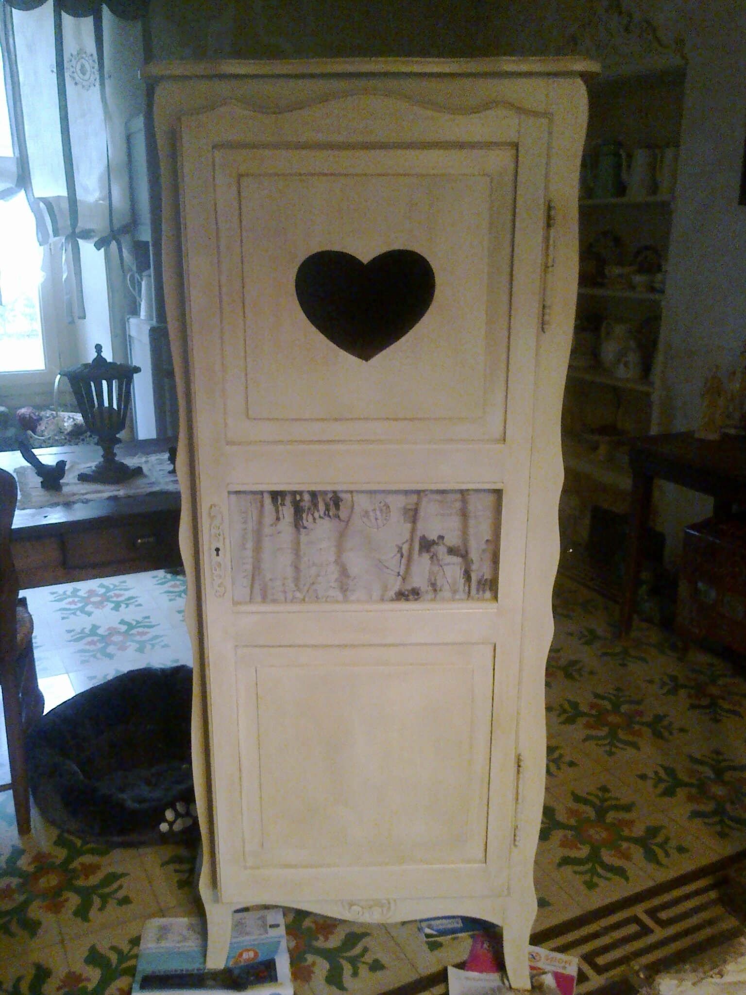 petite armoire charme de grenier. Black Bedroom Furniture Sets. Home Design Ideas