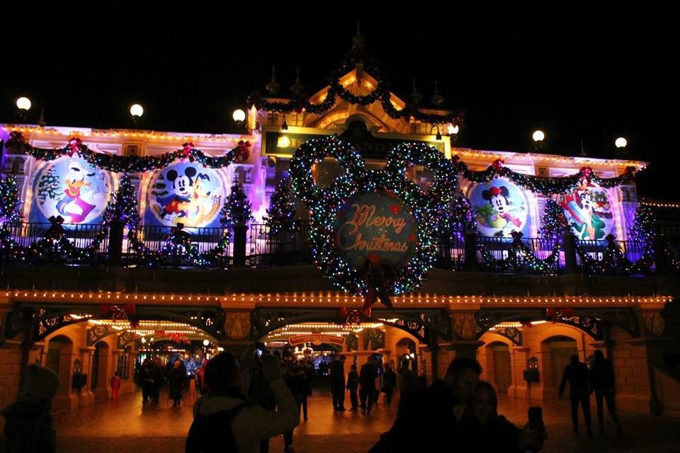 noël commence à Disneyland Paris, et les surprises aussi !
