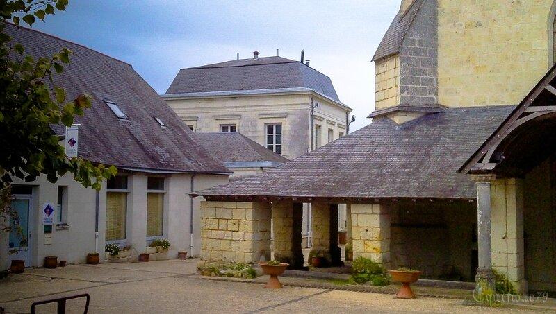 L'église Saint-Michel, église paroissiale de Fontevrault IMAG0237