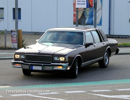 Chevrolet caprice classic LS brougham de 1988 (Rencard Burger King avril 2012) 01