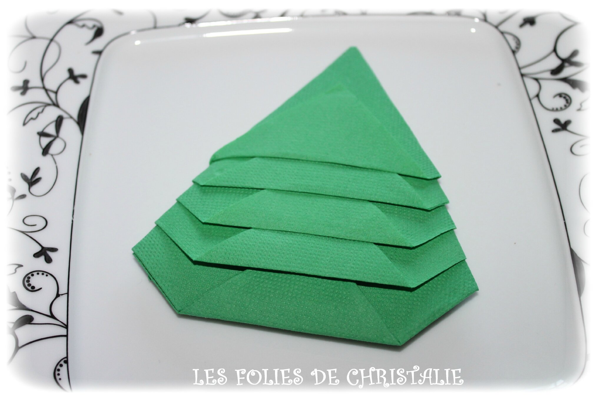 Pliage des serviettes en forme de sapin les folies de for Pliage de serviette en forme de sapin video