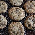 Cookies aux cacahuètes, au chocolat et à la cannelle - cookies alle arachidi, al cioccolato e alla cannella