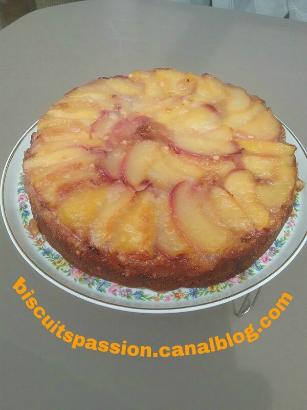 Gâteau renversé aux nectarines blanches