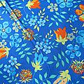 Edenham fond bleu fleurs oranges, coloris C