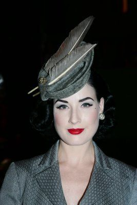 von_teese_dita_2007_oct_grey