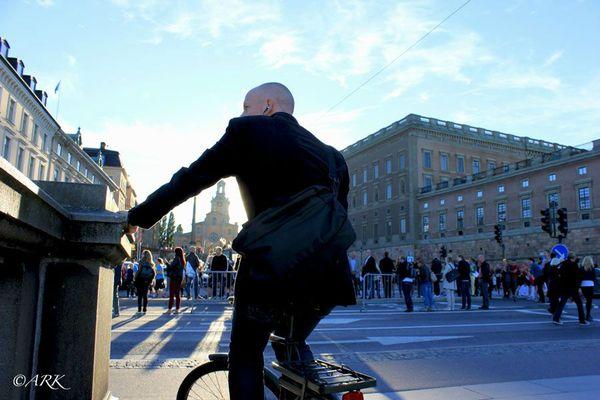 Cyklare kramar Storkyrkan