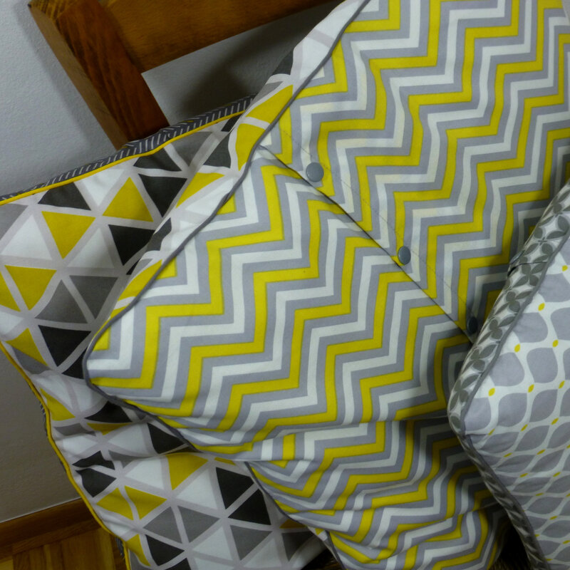 coussins imprime graphique gris jaune pikebou 4