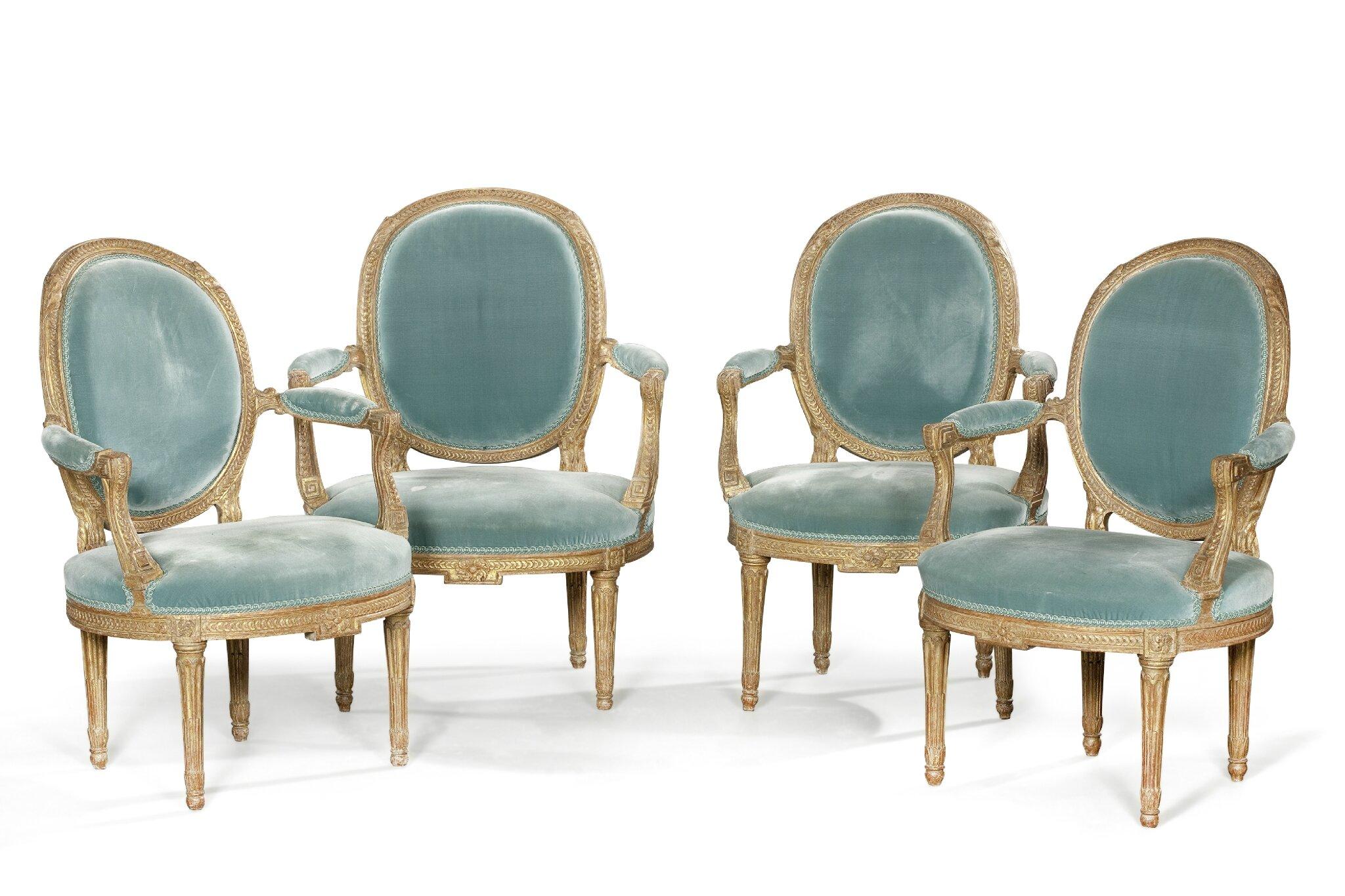 Suite de quatre importants fauteuils à dossier médaillon en cabriolet, Estampille de Nicolas Heurtaut. Epoque Louis XVI