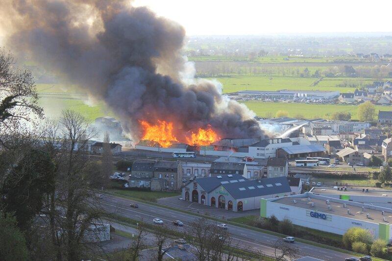 Avranches incendie Etp blanchet SA samedi 20 avril 2013 Pont-Gilbert bois