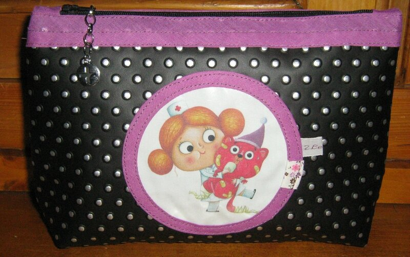 trousse maquillage violet