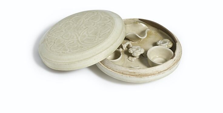 A Qingbai cosmetic box and cover, Northern Song dynasty