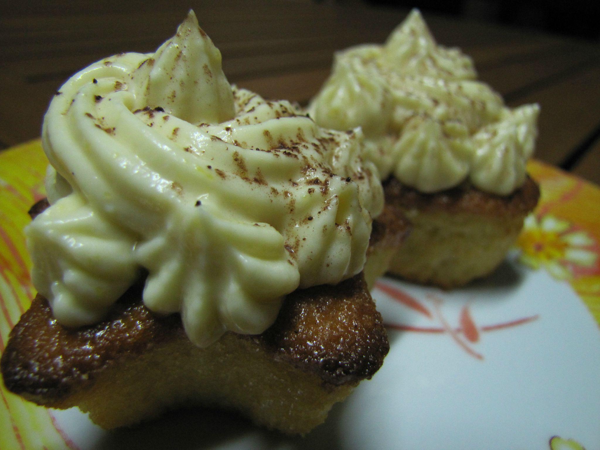 Cupcakes poire et raisins rotis, glaçage mascarpone citron vert