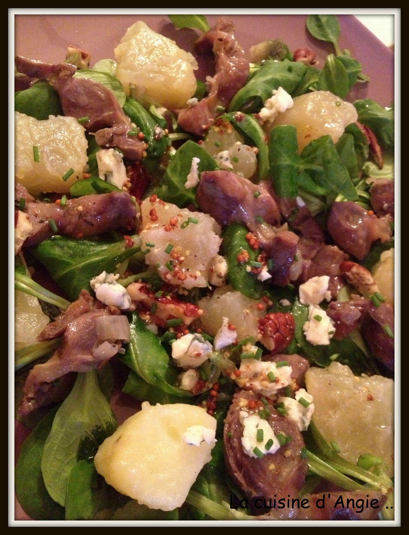 Salade de gésiers confits, roquefort et noix
