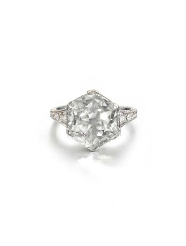 A Belle Époque diamond single-stone ring, circa 1910