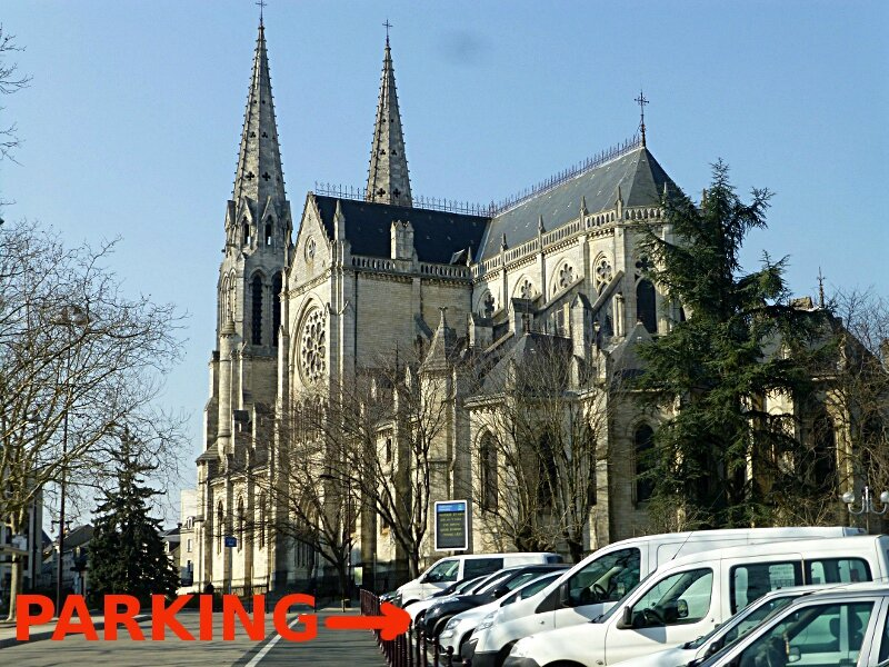 CATHEDRALE ET PARKING